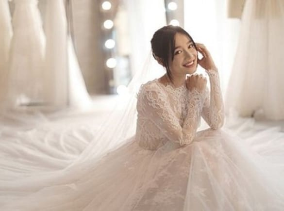 Váy ren gọn gàng cho mùa cưới cuối năm 2019
