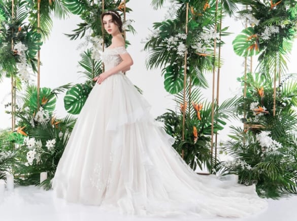 Mẫu váy cưới 2 trong 1 lấy cảm hứng từ đóa hoa