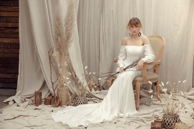 Váy cưới dáng thon gọn gàng cho cô dâu mùa cưới