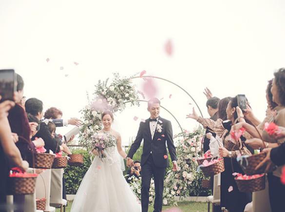Đám cưới tông màu vàng hồng của cặp đôi Hong Kong