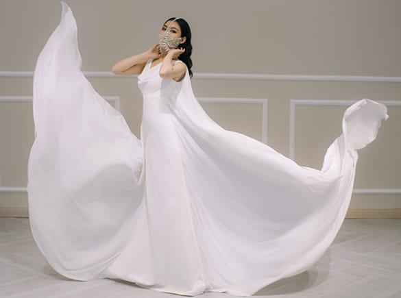 Váy cưới kết hợp khẩu trang cho mùa dịch Covid-19