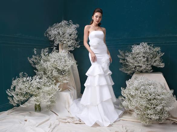 Ngọc Nữ hóa cô dâu với váy cưới hiện đại