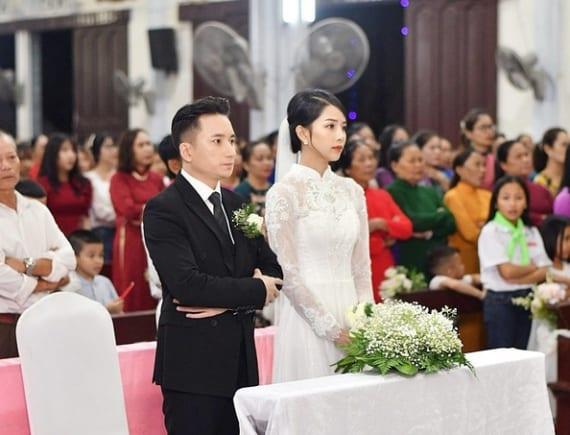 Váy cưới hơn 87 triệu đồng cuả vợ ca sĩ Phan Mạnh Quỳnh