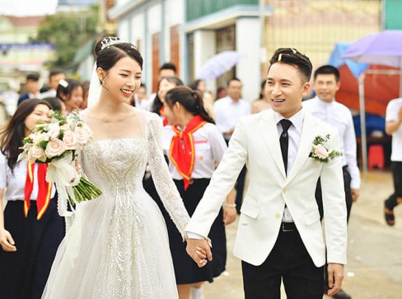 Ca Sĩ Phan Mạnh Quỳnh hoãn tiệc cưới